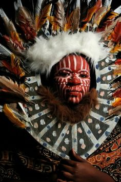 Kikuyu Tribeswoman Wish we knew more about this headdress, it is amazing work and her face paint is wonderful