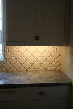 Pic Heavy Beveled Arabesque Is Being Install As I Type Moroccan Tile Backsplashmoroccan