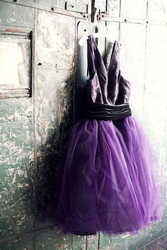 I wish I had someplace to wear this ! Purple Lilac, Lavender Color, Shades Of Purple, Pretty Dresses, Amazing Dresses, Violet, Red And Blue, Cute Outfits, Feminine