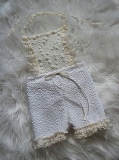 Gorgeous newborn girl romper, shorties, with popcorn fabric on top and lace. It is very sweet, perfect for a newborn photo session.  Size: