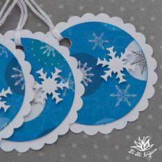 Vánoční cedulky, visačky... 3 ks Vánoční cedulky z kolekce PAPERMANIA jsou vyrobeny z bílé čtvrtky 160 g a kvalitního scrapbookového papíru. Visačky jsou dozdobeny bílými papírovými vločkami. Na zadní straně volné místo pro vepsání textu, přání, poděkování... Velikost visačky je 5 cm a náleží k ní bavlněný provázek bílé barvy. Christmas Gift Tags, Christmas Crafts, Advent, Cardmaking, Decorative Plates, Kids Rugs, Scrapbook, Ornaments, Mandala