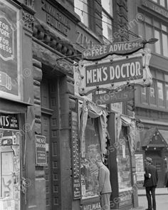 Men's Doctor: 1938 May Pittsburgh, Pennsylvania Vintage Pictures, Old Pictures, Old Photos, Photographie New York, Mens Doctor, Shorpy Historical Photos, Retro, Easy Listening, Medical History