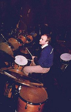 Phil Collins, One of the best drummers in the biz! Peter Gabriel, Recital, Phill Collins, In The Air Tonight, Vintage Drums, Drum Lessons, Drummer Boy, Drum Kits, Rock Legends
