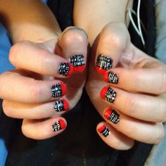 nails - Gingham with red tips