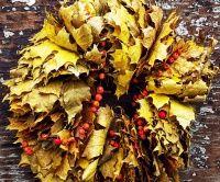 Podzimní věnec ze spadaného listí