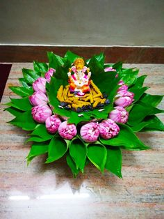 Gauri Decoration, Thali Decoration Ideas, Diy Diwali Decorations, Festival Decorations, Flower Decorations, Rangoli Designs Flower, Rangoli Designs Diwali, Flower Rangoli, Ganesh Chaturthi Decoration