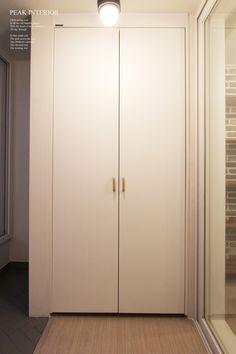 대전아파트인테리어, 대전아파트리모델링 피크인테리어의 비래동 '한신휴플러스아파트' 완공사진이에요. : 네이버 블로그 Armoire, Tall Cabinet Storage, Remodeling, Furniture, Home Decor, Clothes Stand, Decoration Home, Closet, Room Decor