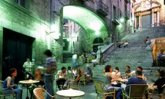 La Bistrot, the most atmospheric terrace for eating in Girona. Romance and cheese on toast - can't beat it!
