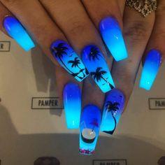 Colored Acrylic Nails, Acrylic Nails Coffin Short, Summer Acrylic Nails, Blue Coffin Nails, Blue Ombre Nails, Dark Ombre, Halloween Acrylic Nails, Glow Nails, Cute Acrylic Nail Designs