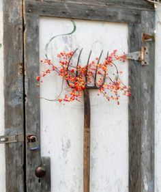 Pitch fork door decor! Hadn't thought of using one like this!