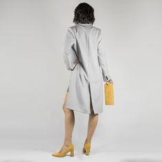 Salones de color ocre con tacón alto cuadrado Duster Coat, Jackets, Color, Fashion, Court Shoes, Salons, Winter, Women, Down Jackets