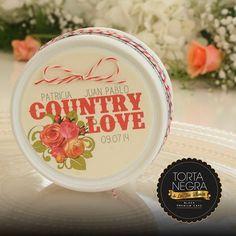 Patricia y Juan Pablo regalaron de recuerdo de su boda una lata de mi #TortaNegra. ¡Hazlo tú también!, dales a tus invitados un buen recuerdo y un sabor inolvidable. #TortanegraDeLaTíaBlanca  #TortaNegra #BizcochoDeNovia #FrutasCaladas #BizcochoNegro #MadeWithLove #WeddingCake #Bizcocho #Yummy #InstaFood #Instagood #Gift #WeddingPlanner #Biscuit #Sweet #Dulce #Food #PicOfTheDay #TortaNegraDeLaTíaBlanca #Regalos #Tortas #Dulces #Manjares #TuBoda