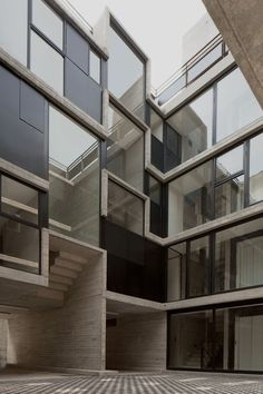 CB71 by LA PROYECTERIA ARCHITECTS / CONCRETE APARTEMENT BUILDING WITH A CENTRAL COURTYARD / MEXICO CITY