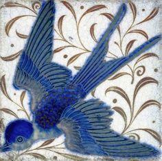 Swallow tile by William de Morgan. William de Morgan was a lifelong friend of William Morris, he designed tiles, stained glass and furniture for Morris & Co. from 1863 to 1872 William Morris, Arts And Crafts Movement, Art Chinois, Stoff Design, Art Nouveau Tiles, Art Japonais, Decorative Tile, Tile Art, Ceramic Art