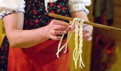 Výroba tradičních slovenských korbáčiků