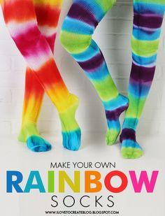 How to make Tie Dye Rainbow Socks {iLovetoCreate} #tiedye #craft