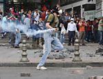 Conflitos na Turquia deixam ao menos dois mortos, diz Anistia - 02/06/2013 #occupyturkey #occupygezi