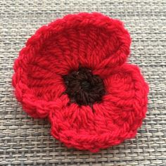 Knitted Poppy Free Pattern, Knitted Flower Pattern, Knitted Poppies, Crochet Flower Tutorial, Knitted Flowers, Crochet Flower Patterns, Knitting Patterns, Crochet Instructions, Crochet Ideas