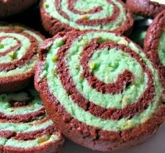 Chocolate Pistachio Pinwheels - Good use for all that cookie dough we buy for fund raisers! Has nuts though, for you allergic people, and the 3 hours of refrigeration time is not included in prep time. Holiday Desserts, Just Desserts, Cook Desserts, Thermomix Desserts, Holiday Treats, Holiday Recipes, Delicious Desserts, Cookie Recipes, Dessert Recipes