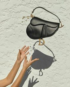 This Dior Saddle bag is every IT girl's must have accessory right now! - Dior Bag - Ideas of Dior Bag - This Dior Saddle bag is every IT girl's must have accessory right now! Black Saddle Bag, Dior Saddle Bag, Saddle Bags, Lady Dior, Easy Style, Cristian Dior, Photography Bags, Sacs Design, 2 Logo