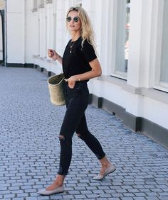 Spring Outfits : Description Find Out Where To Get The Jeans All Black Outfit Casual, Black Jeans Outfit, Top Fashion, Fashion Spring, Winter Fashion, Style Blogger, Wearing All Black, Sporty Outfits, London Fashion