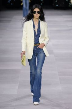 Apr 2020 - The complete Celine Spring 2020 Ready-to-Wear fashion show now on Vogue Runway. 2020 Fashion Trends, Spring Fashion Trends, Fashion 2020, Look Fashion, Runway Fashion, Fashion Outfits, Stylish Outfits, Vogue, Celine