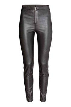 Pantaloni imitaţie de piele | H&M