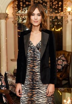 The Br-It girl wardrobe: Alexa Chung revisits Marks & Spencer's key pieces Alexa Chung Style, Fashion Quotes, Fashion Advice, Smoking, Spencer, Girls Wardrobe, Fashion Week, Tokyo Fashion, Girls Be Like