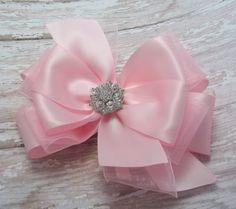Rosa arcos del pelo del Boutique satén por JustinesBoutiqueBows