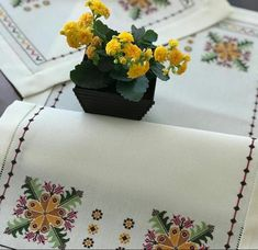 Christmas Cross, Cross Stitch Embroidery, Needlepoint, Herb, Towels, Cross Stitch Designs, Table Runners, Dots, Manualidades