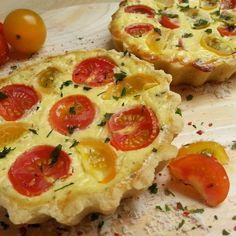 Den Sommer eingefangen: Hier trifft das fruchtig-süße Aroma sonnengereifter Tomaten auf würzigen Parmesan und frische Kräuter.