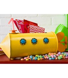Yellow Submarine Valentine's Day Holder - going to make this for Lee with a few STEM twists - pop-ups and moving parts!