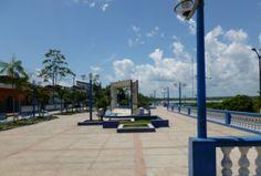 Paseo por el malecón Tarapacá o Boulevard de Iquitos Un lugar muy concurrido en la ciudad de Iquitos es su boulevard o también llamado Malecón Tarapacá, donde sentado en una banca se puede apreciar un espectacular atardecer.