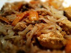 Kyckling i jordnötssås med miracle noodles Miracle Noodles, Snack Recipes, Snacks, Happy Foods, Wok, Love Food, Chicken Recipes, Curry, Food Porn