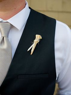 Golf pin boutonniere: What a great idea!