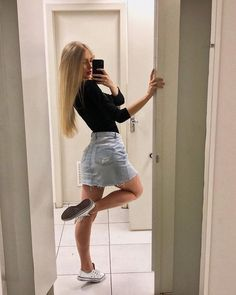 Stylish and Comfy Outfits to Wear on a Plane Jean Skirt Outfits, Cute Outfits With Jeans, Trendy Outfits, Summer Outfits, Girl Outfits, Fashion Outfits, Jean Skirts, Girl Fashion, Fashion Looks