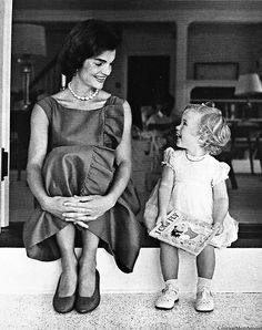 Jacqueline Kennedy with daughter Caroline, Aug 1960