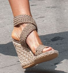 """Jennifer Aniston Wears Stuart Weitzman \""""Alex\"""" Wedges Thrice on Set: The Best of wedges in 2017 20 Shoes Inspiration Ideas That Every Girl Should Know Jennifer Aniston Wears Stuart Weitzman """"Alex"""" Wedges Thrice on Set: The Best of wedges in Hot Shoes, Wedge Shoes, Black Wedge Sandals, Stilettos, Pumps, Stuart Weitzman Sandals, Zapatos Shoes, Shoes Sneakers, Nude Wedges"""