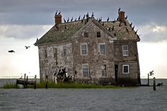 Holland Island,Chesapeake Bay, Maryland, U. All houses on this island have been lost to erosion. This was the last that fell into the sea in Abandoned Detroit, Abandoned Churches, Abandoned Places, All About Water, Chesapeake Bay, Old Barns, Amazing Nature, Old Houses, Holland