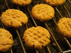 Carb free Peanut butter cookies Per cookie—Net carbohydrate: 0.9 grams (with a zero-carb sweetener); Protein: 2.1 grams; Fiber: 0.5 grams; Fat: 3.9 grams; Calories: 47 Total weight: 13 ounces or 381 grams Weight per cookie: 1/3 ounce or 11.2 grams Preparation time: 10 minutes active, 35 minutes total