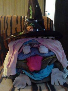 Misiunea mea a fost indeplinita! Maine pregatim alte teancuri de hainute ce trebuiesc calcate cu grija! Maine, Laundry, Organization, Home Decor, Laundry Room, Getting Organized, Organisation, Decoration Home, Room Decor