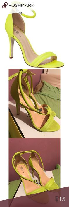 Prabal Gurung by Target Heel ✨✨ Used Condition. Most of the flaws shown, a few scraps on the outside & dirt on the insole that can't be seen while worn. Size 7. Prabal Gurung Shoes Heels