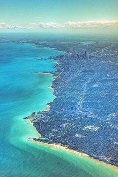 An aerial view of the city and the shore of Lake Michigan, Chicago, Illinois, USA Chicago Area, Chicago Illinois, Barack Obama, Lago Michigan, The Second City, Chicago Skyline, Great Lakes, Aerial View, Lakes