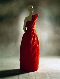 Valentino, abito di organza rossa con drappeggio a spirale, 1981