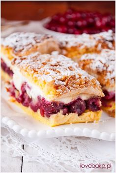 Cake with cherries and marshmallows - I Love Bake Cake with cherries and marshmallows – I Love Bake Ciasto z wiśniami i pianką – I Love Bake 50 Source by Polish Desserts, Polish Recipes, Cookie Desserts, Sweet Desserts, Sweet Recipes, Delicious Desserts, Cake Recipes, Dessert Recipes, Sweets Cake