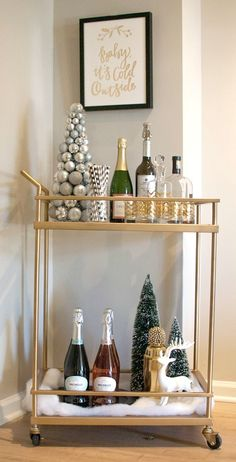 Bar Cart Ideas - There are some cool bar cart ideas which can be used to create a bar cart that suits your space. Having a bar cart offers lots of benefits. This bar cart can be used to turn your empty living room corner into the life of the party. Diy Bar Cart, Gold Bar Cart, Bar Cart Styling, Bar Cart Decor, Bar Carts, Bar Trolley, Drinks Trolley, Ikea Bar Cart, Deco Table Noel