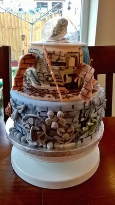 I love the film Labyrinth. So for my 40th birthday I made myself a Labyrinth cake. There is everything important there: the false alarms, helping hands, 13 hour clock, door knockers. I also made a Hoggle and Ludo from clay, although they are not in this picture.