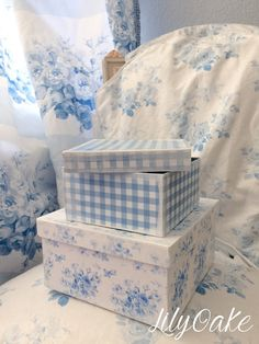 """LilyOake's """"Gingham"""" in blueberry blue and """"Lake Emily Summer Roses"""" in blueberry; decoupage storage boxes for bedroom or studio! White Cottage, Rose Cottage, Cottage Style, Decoupage, Country Blue, French Country, Blue Rooms, Blue Bedroom, Blue Gingham"""