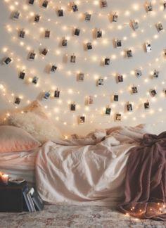 Des guirlandes lumineuses pour le mur de la chambre !