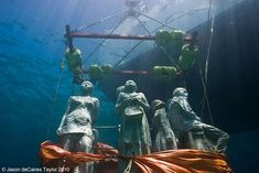 Descending to the deep~Underwater sculptures by Jason De Caires Taylor